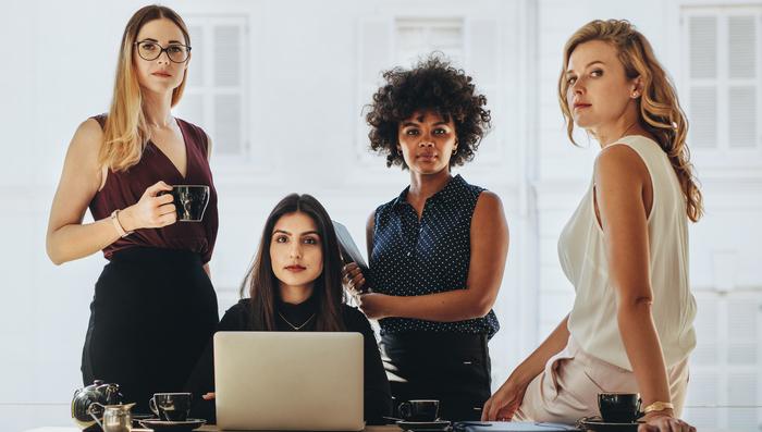 Representatividade das mulheres em empresas Brasileiras supera média global em 2020