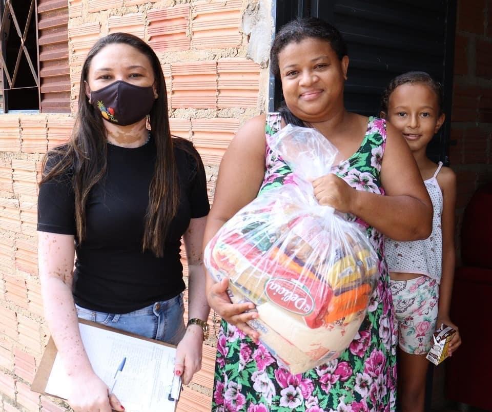 Prefeitura de Rio dos Bois entrega cestas básicas a famílias do assentamento Paulo Freire I