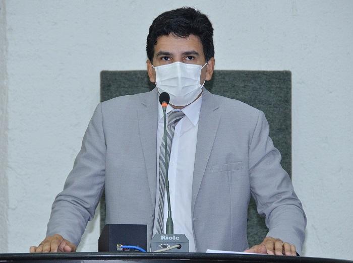Prof. Júnior Geo cobra do Estado medidas para auxiliar pessoas com sequelas da Covid-19