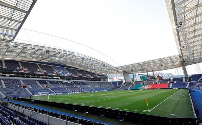 Uefa anuncia mudança da sede da final da Champions de Istambul para Porto, com presença de público limitada