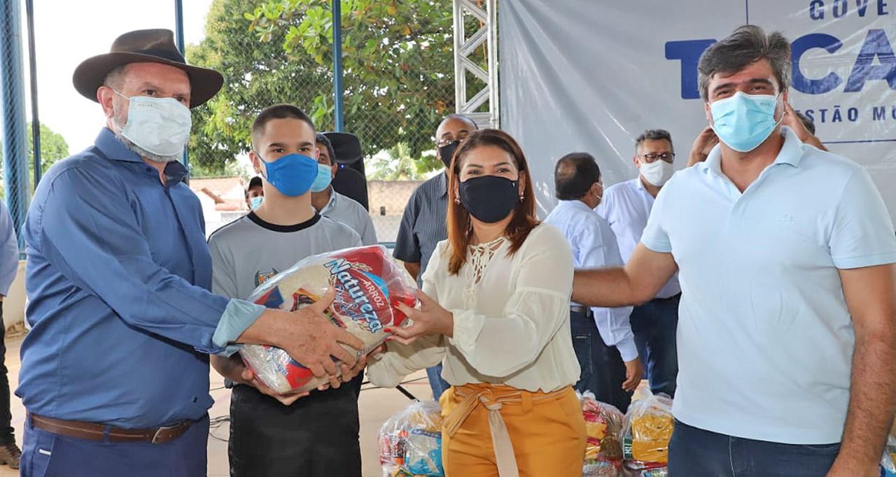 Governador Carlesse inicia terceira etapa da entrega de kits de alimentação e garante segurança alimentar a estudantes