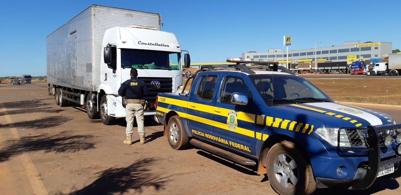 PRF apreende mais de 200 mil reais em produtos transportados ilegalmente na BR-153, em Colinas