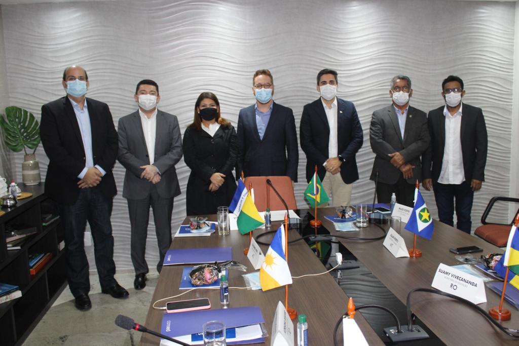 Em Brasília, Adriana Aguiar participa de reunião do Consed sobre a retomada das aulas presenciais nos estados