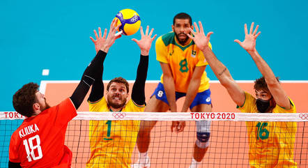 Brasil perde da Rússia mas mantém chances no vôlei masculino