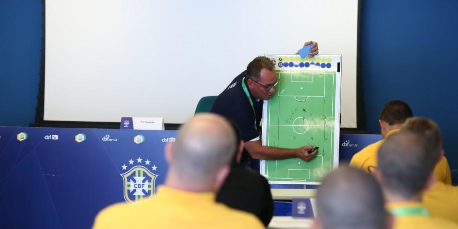 Treinador Paulo César Gusmão ministrará curso para técnicos na CBF