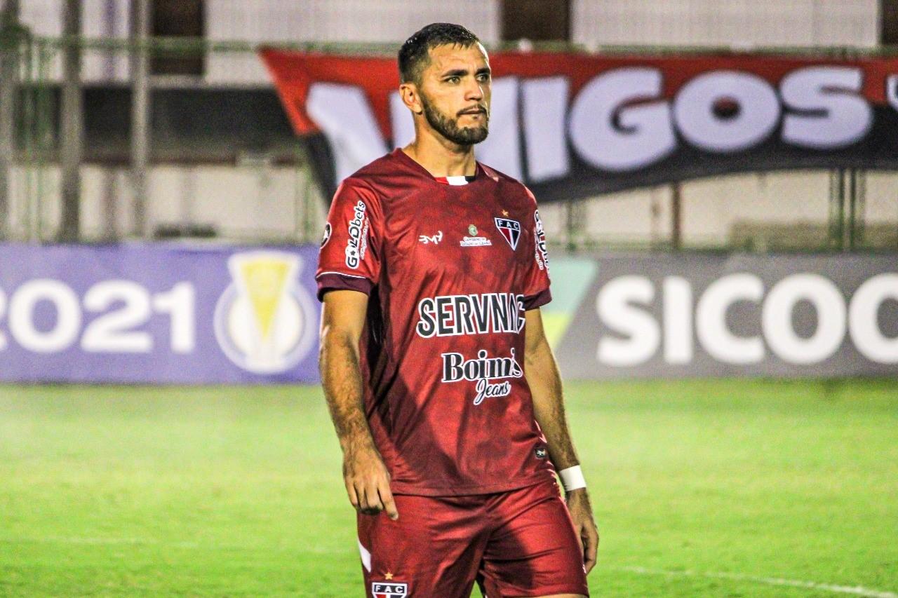 Edson Cariús celebra reestreia com vitória e liderança do Ferroviário na Série C