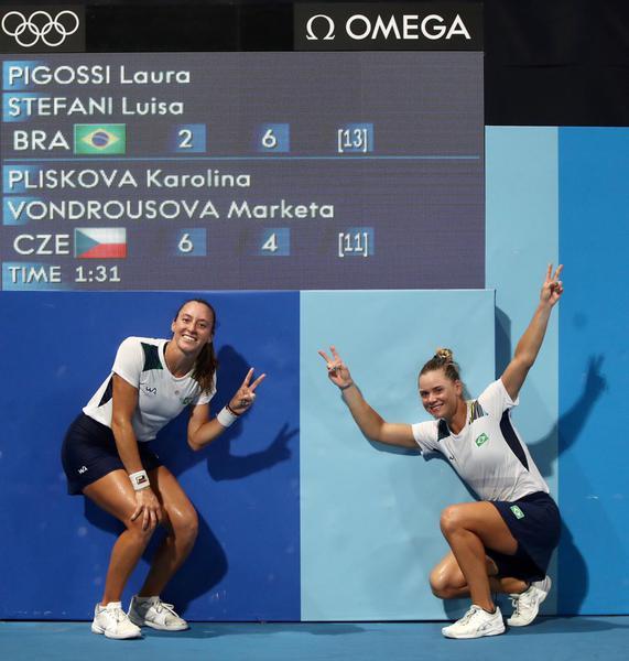 Luisa Stefani salva 4 match-points e vai às quartas nos Jogos Olímpicos de Tóquio
