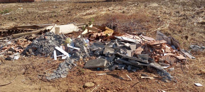 Prefeitura de Palmas notifica proprietários de terrenos com mato alto e entulho