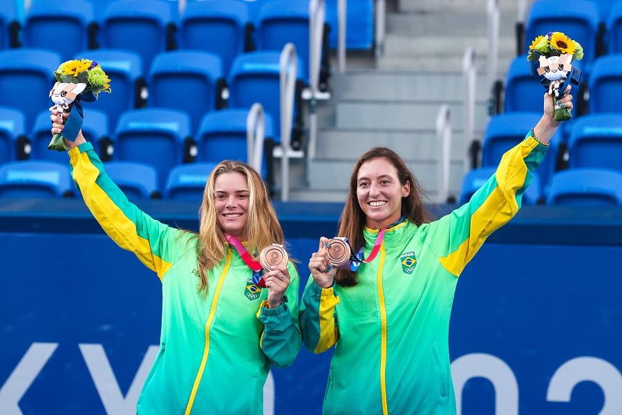 Luisa Stefani destaca emoções após conquista do bronze nos Jogos de Tóquio