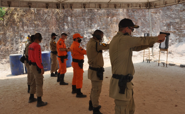 Profissionais do Sistema Integrado de Operações realizam capacitação para uso da pistola Glock em Palmas