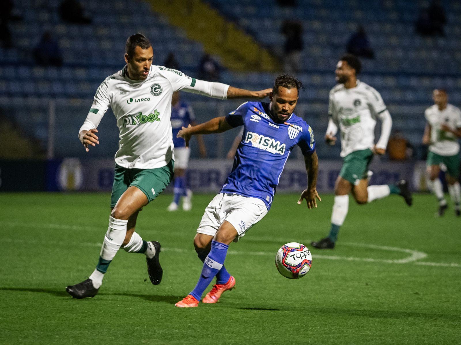 Lourenço ressalta importância da vitória contra o Goiás e mira entrada do Avaí no G4 da Série B