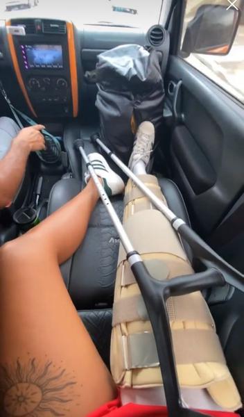 Etiene Medeiros inicia fisioterapia após passar por operação no joelho
