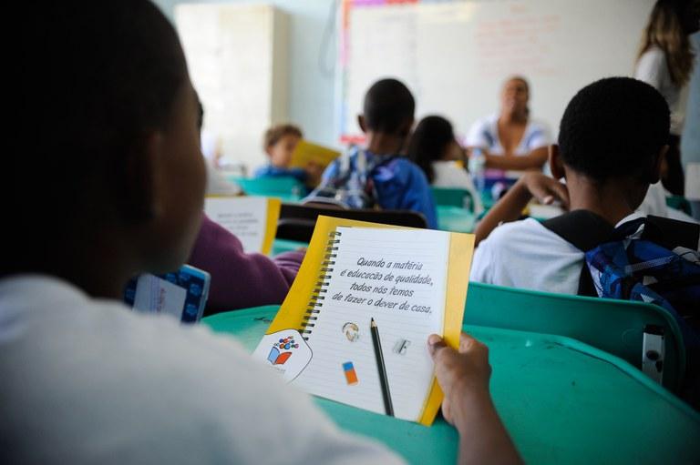 Mais de R$ 1 bilhão repassados para a redes de ensino, por meio do Programa Dinheiro Direto na Escola