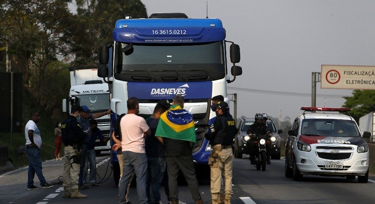 Caminhoneiros mantêm plano de greve para dia 1º, mas sem fechar estradas