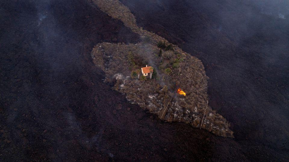 Vulcão La Palma em erupção novamente, após uma breve pausa