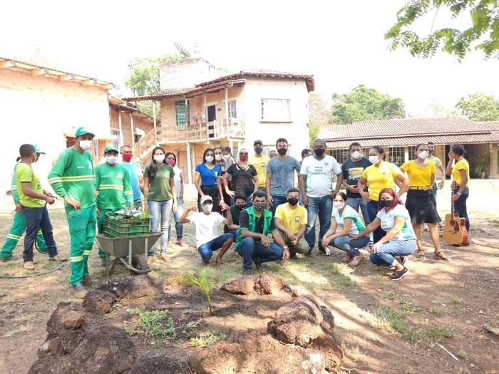 Escolas e áreas públicas de Araguacema recebem plantio de mudas no Dia da Árvore