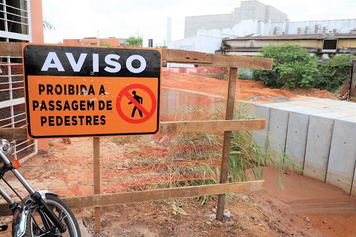 Prefeitura de Araguaína alerta para risco de acidentes em canteiro de obras da Via Norte