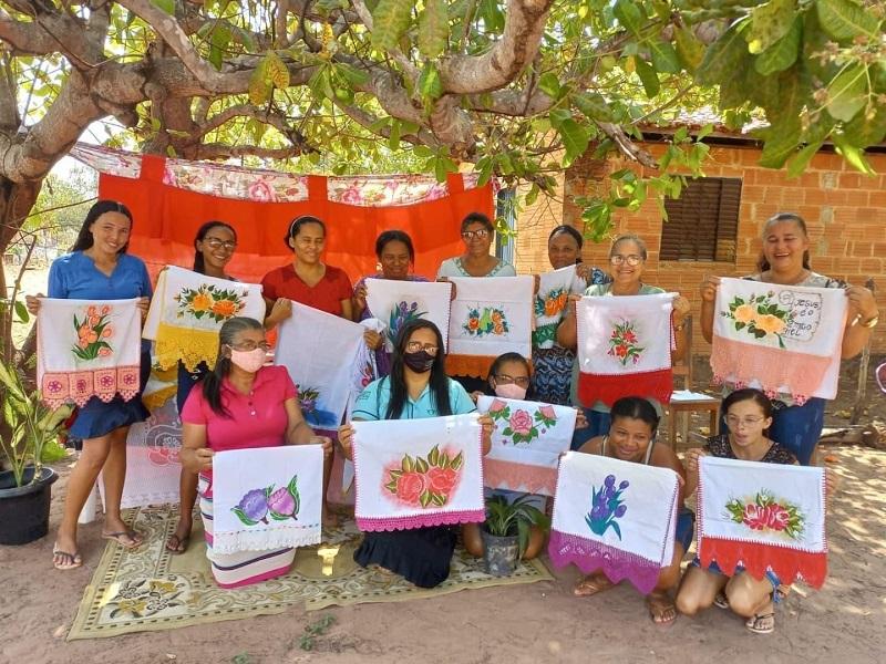 Prefeitura de Rio dos Bois promove oficina de artesanato a moradoras atendidas pelo SCFV