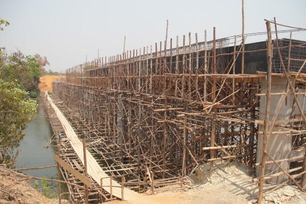 População comemora fim da travessia por balsa com construção da ponte sobre o Rio Manoel Alves