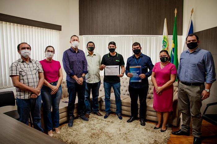 Prefeito de Paraíso-TO recebe representantes do Sebrae para tratar sobre Programa Cidade Empreendedora
