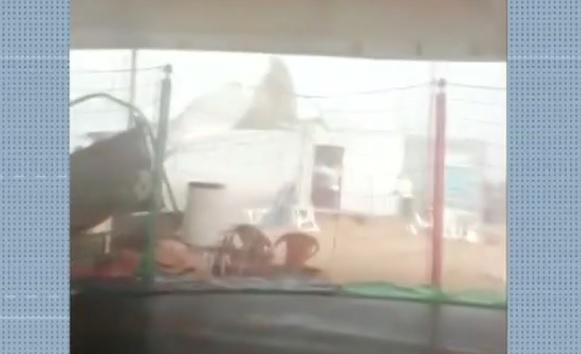 Temporal assusta banhistas na Praia do Funil, em Miracema-TO
