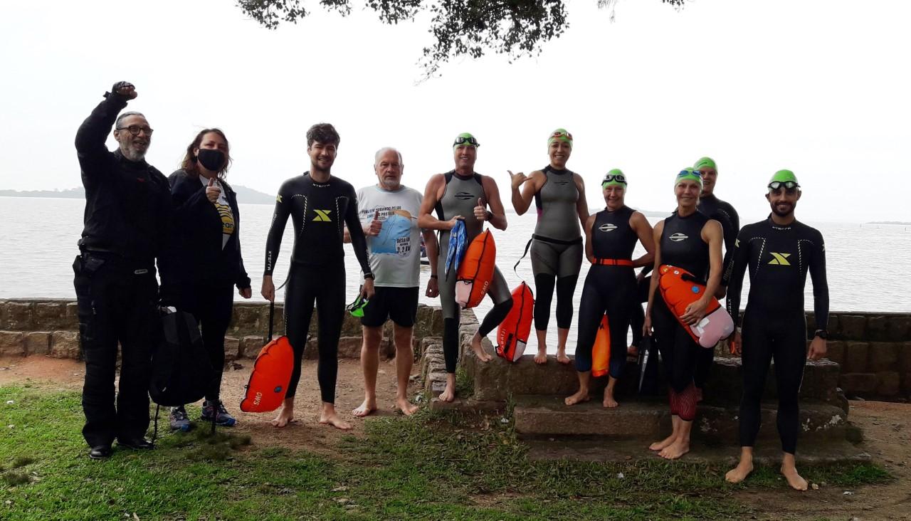 Meia tonelada de lixo é recolhida na orla do Lago Guaíba em Belém Novo com mutirão do Grupo Tchê Travessias