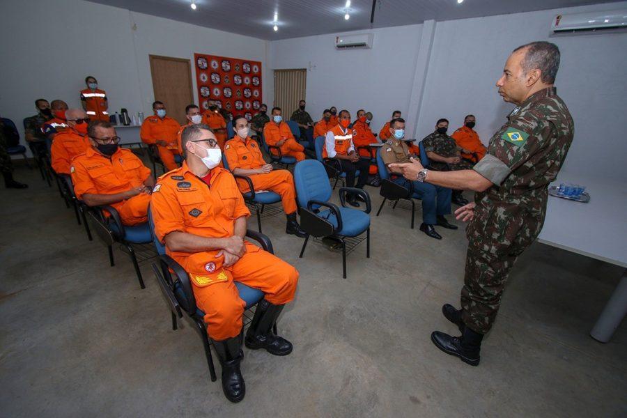 General de Brigada do Exército Brasileiro visita sede do Corpo de Bombeiros Militar