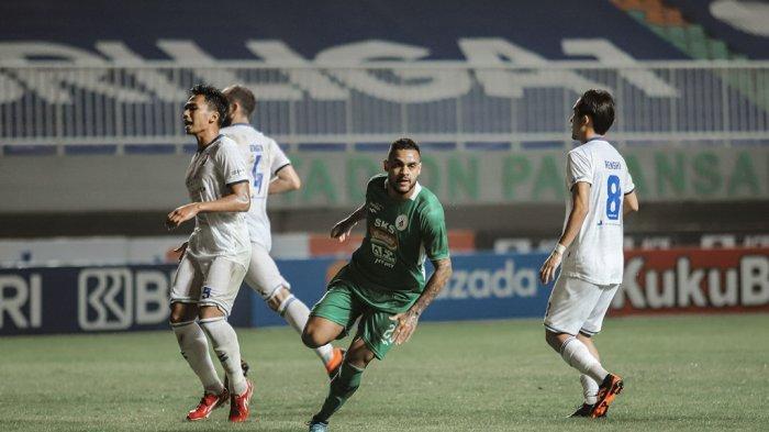 Meia ex-Palmeiras comemora estreia com gol na Indonésia