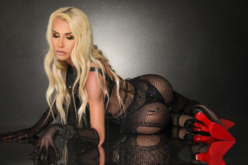 Sâmella Vinter posa sensual para revista internacional
