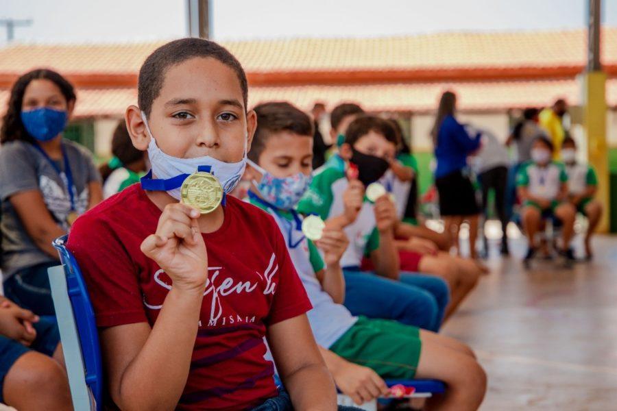 Alunos recebem prêmios e certificados por participação no SAAP em Paraíso do Tocantins