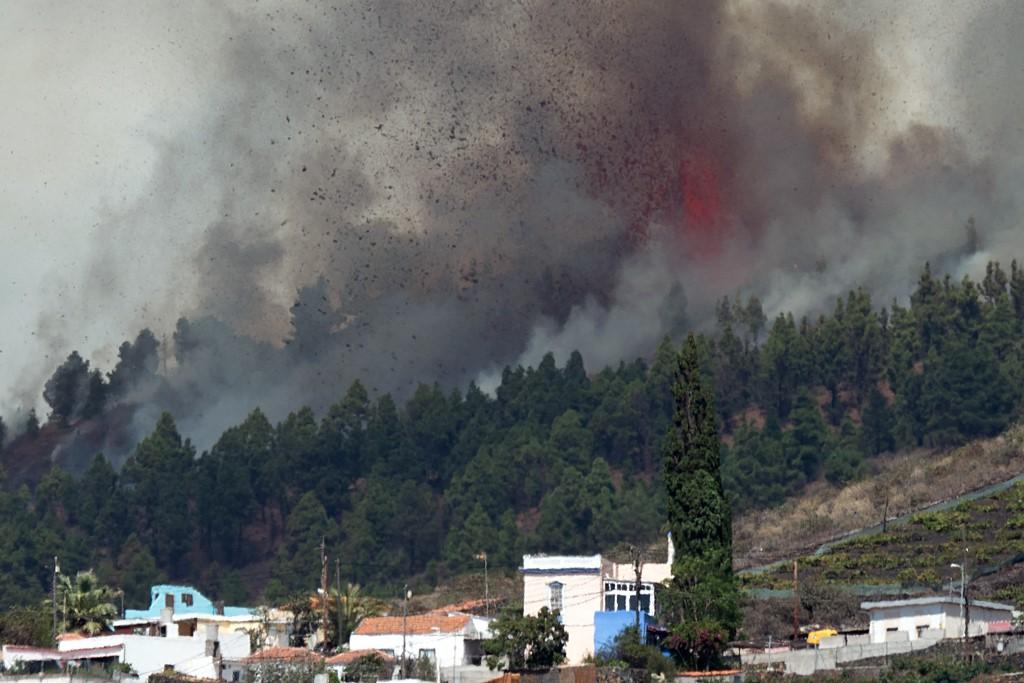 Vulcão de Cumbre Vieja entra em erupção nas Ilhas Canárias; não há alertas de tsunami