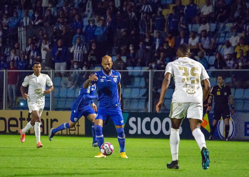 Com Bruno Silva em campo, Avaí atinge 63% de aproveitamento na Série B e volante comemora números positivos