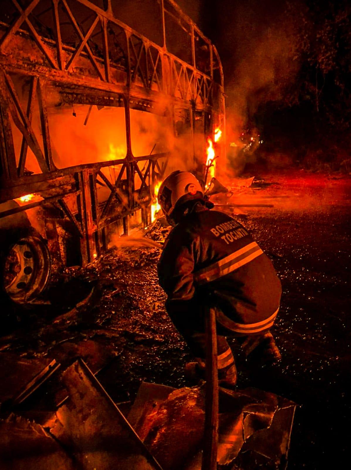 Bombeiros militares socorrem motociclista em colisão na TO – 010, em Palmas