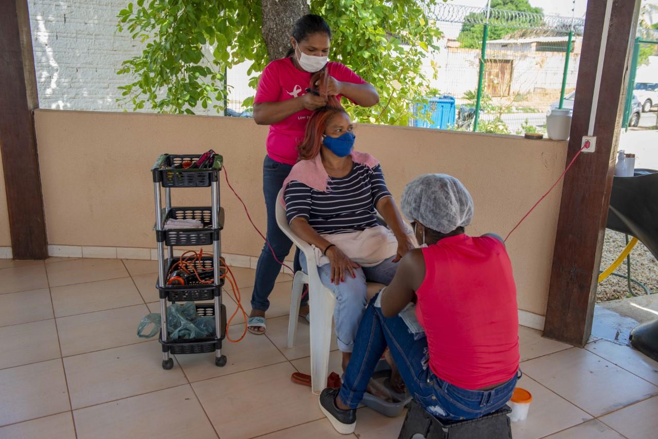'Dia da Beleza' com roda de conversa e lanche marca ação do Outubro Rosa no Cras Karajá l
