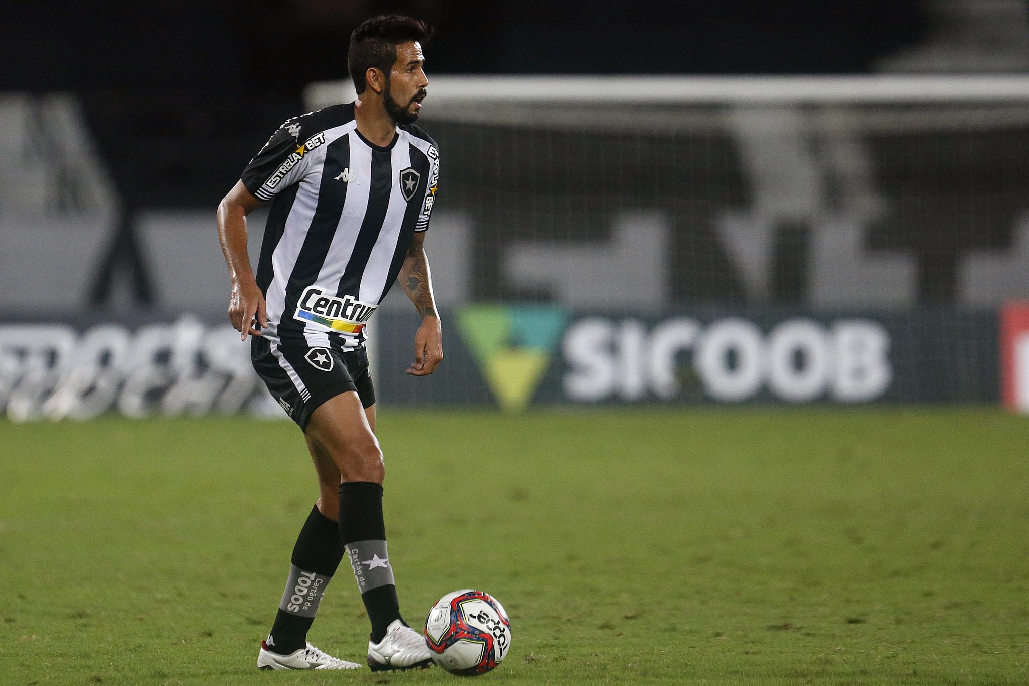 Presente em três das últimas quatro rodadas, Jonathan recupera espaço em momento decisivo do Botafogo