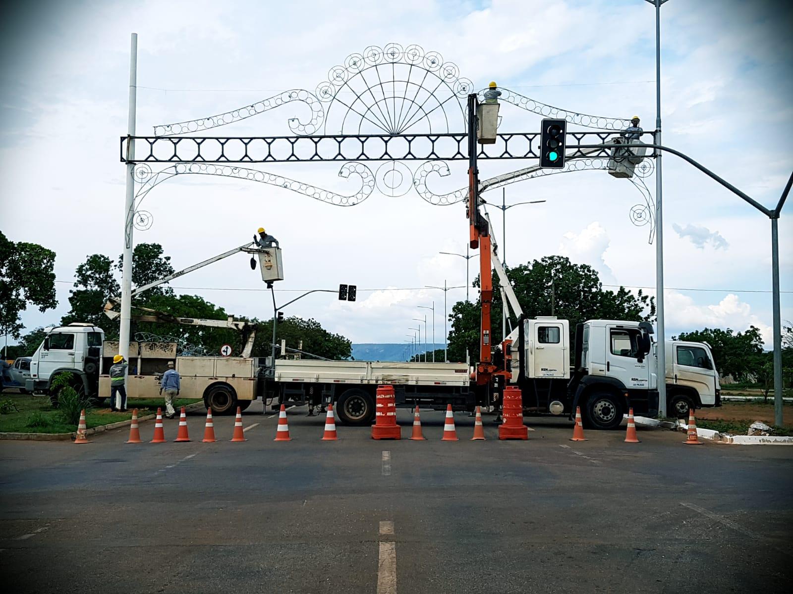 Três pontos da Avenida Teotônio Segurado recebem decoração de Natal nesta segunda, 25