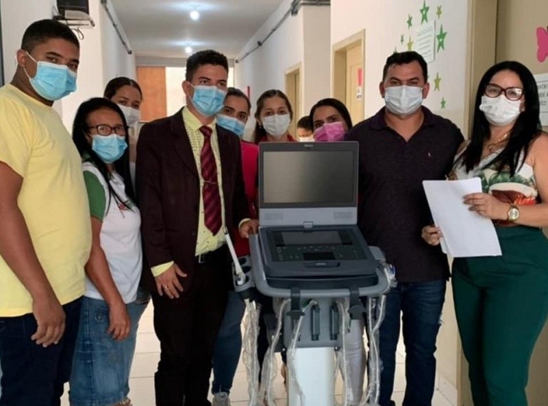 Prefeito Moacir Oliveira comemora recebimento de novo aparelho de ultrassom para Rio dos Bois