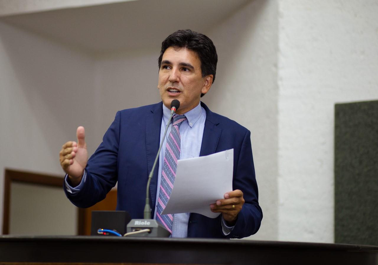 Professor Júnior Geo solicita pagamento da data-base e progressões dos servidores estaduais