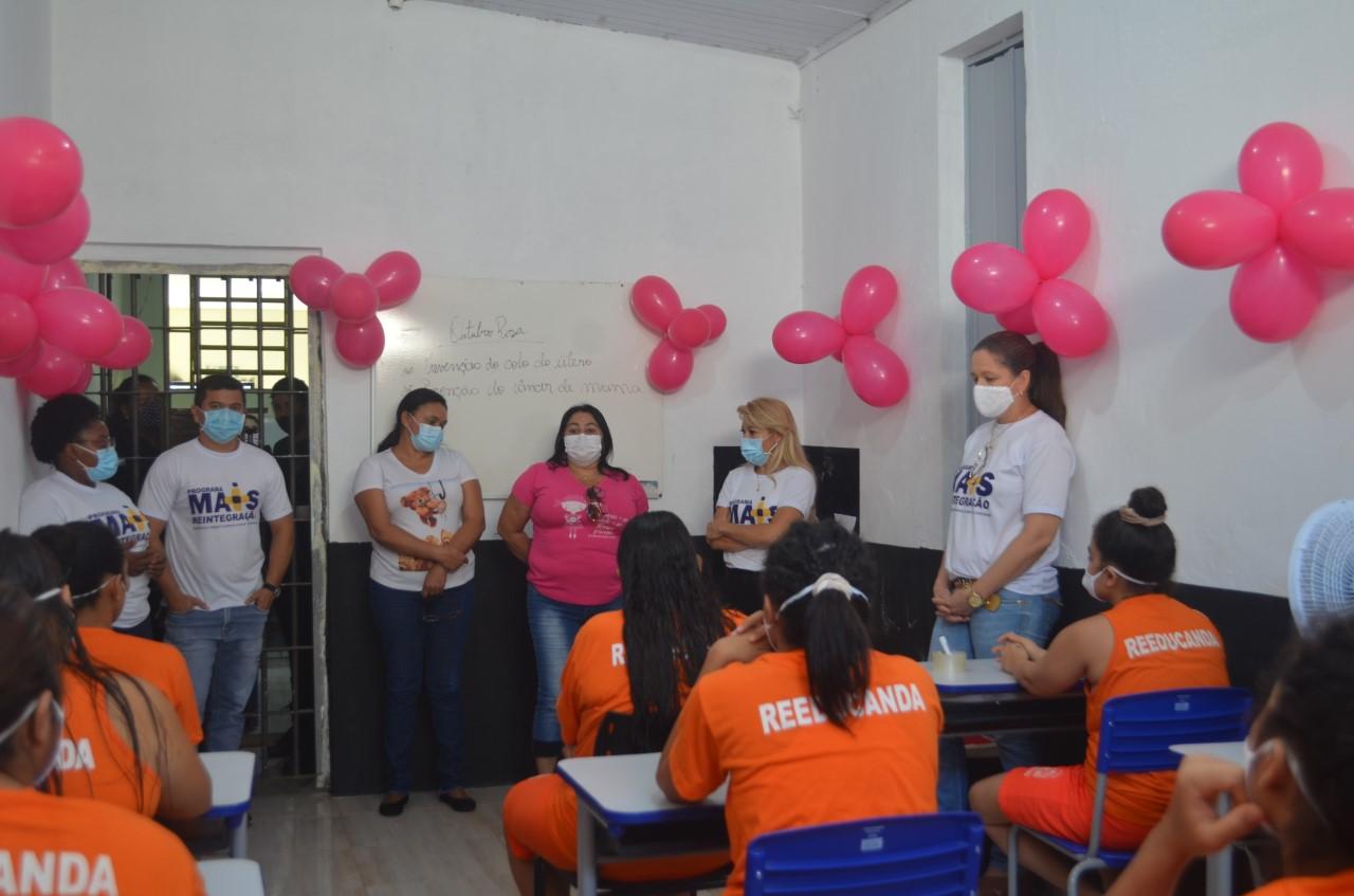 Seciju e Semus realizam palestra e exames preventivos com custodiadas de Palmas para prevenção dos cânceres de mama e colo do útero