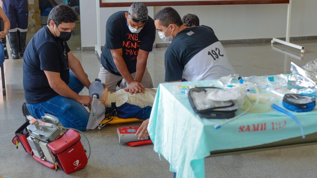 Profissionais do Samu realizam ação de conscientização sobre manobras de ressuscitação cardiopulmonar