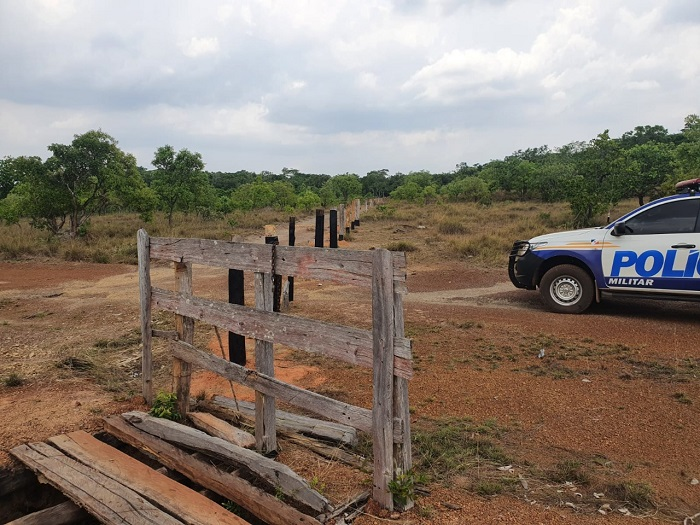 8º BPM prende dois homens por estupro de vulnerável, por posse ilegal de arma de fogo e recupera veículo furtado