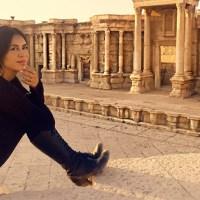 Carla Ortiz, attrice boliviana, racconta la sua esperienza nella Siria devastata dalla guerra tra le menzogne dei media occidentali e la realtà quotidiana.