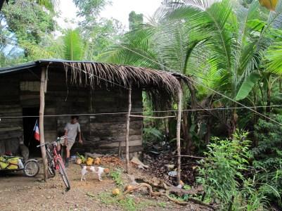 Hébergé chez Pedro dans sa cabane à l'image de sa vie simple et joyeuse