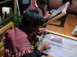 Un jeune quechua Jalq'a confectionnant de magnifiques tissus