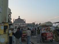 Marchands de friandises dans le centre-ville de Lucknow