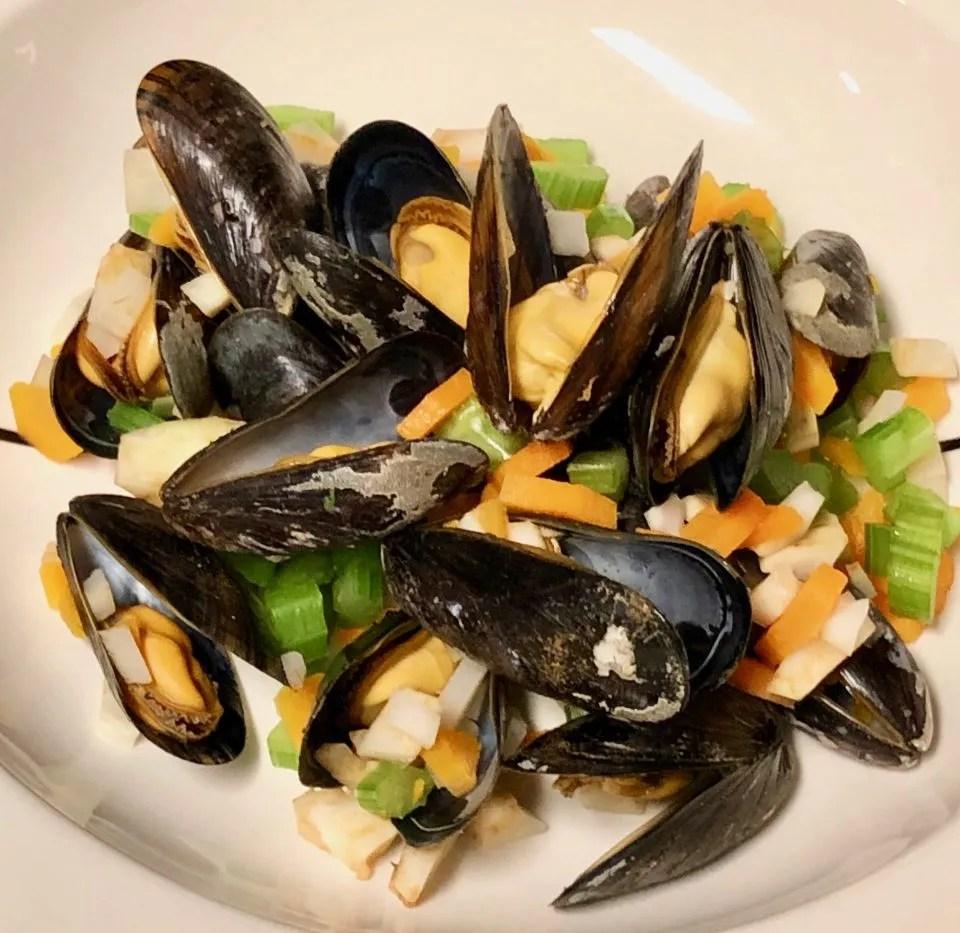 Belgian beer steamed mussels