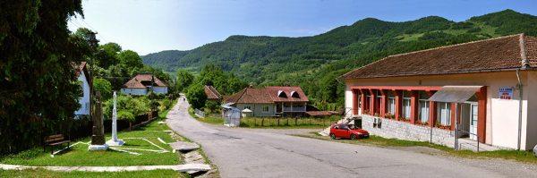 Blajeni, centrul de comuna