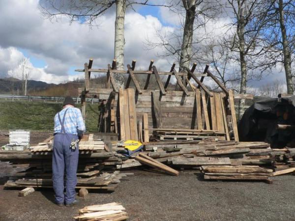 Ridicarea unei casute maramuresene din lemn