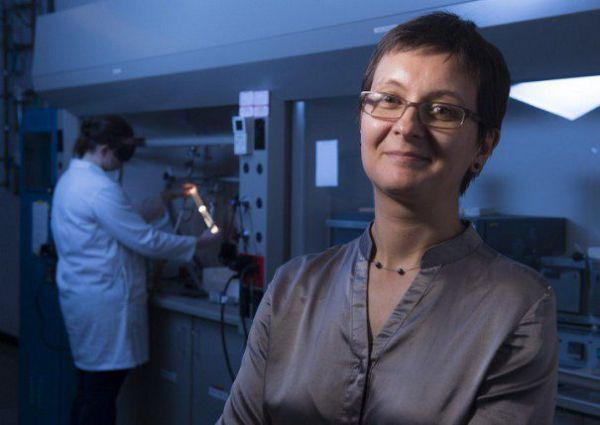 Emilia Morosan - O româncă a produs un metal de patru ori mai rezistent decât titanul