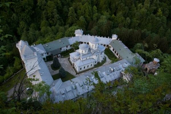 Manastirea Tismana vazuta de sus